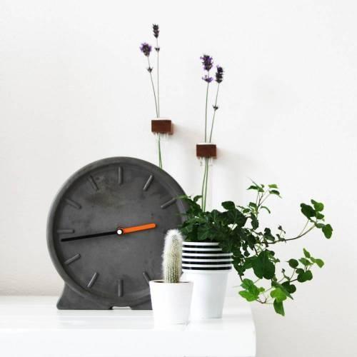 Concreto Clock - HeaVy Material Contrasting a Beautiful & Elegant Design